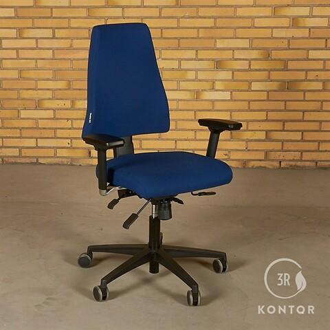 Duba B8 kontorstol. blåt stof, sort fod.
