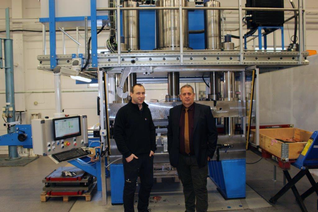 7d309437827 Investerar i en hydraulpress med en presskraft på 600 ton från SMV  Industrier.