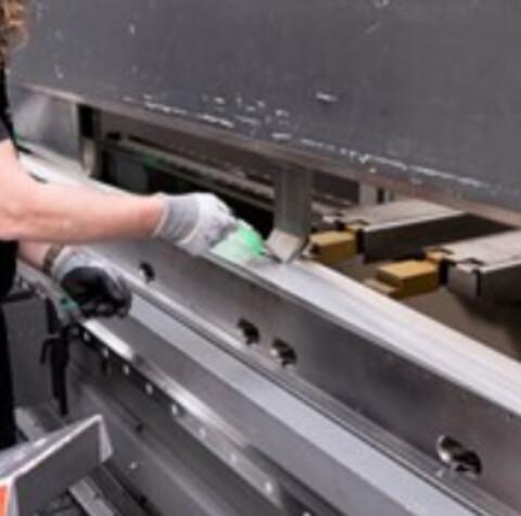 DLT A/S tilbyder bukning af emner i en tykkelse op til 15mm i mange forskellige materialer - kantbukning
