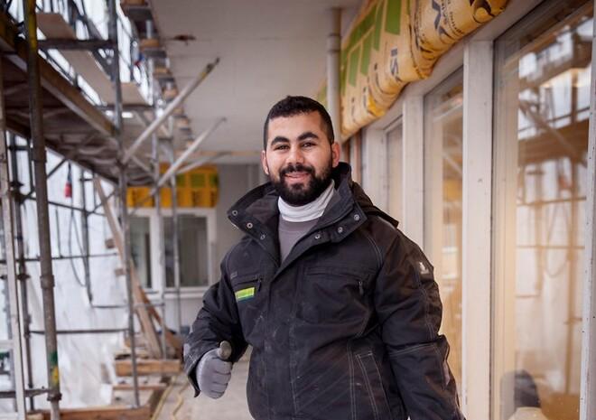 Ismael Akram er færdiguddannet som murer hos Skou Gruppen