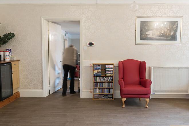 Så kan golv från Altro minska risken för fallolyckor bland äldre