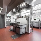 Sköna golv förbättrar arbetsmiljön för kockarna på Gräshagss