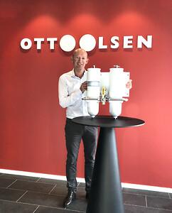 Adm .dir. Kjetil Høgbakken hos Otto Olsen er fornøyd med at selskapet nå blir hoveddistributør av Racor filterprodukter i Norge.