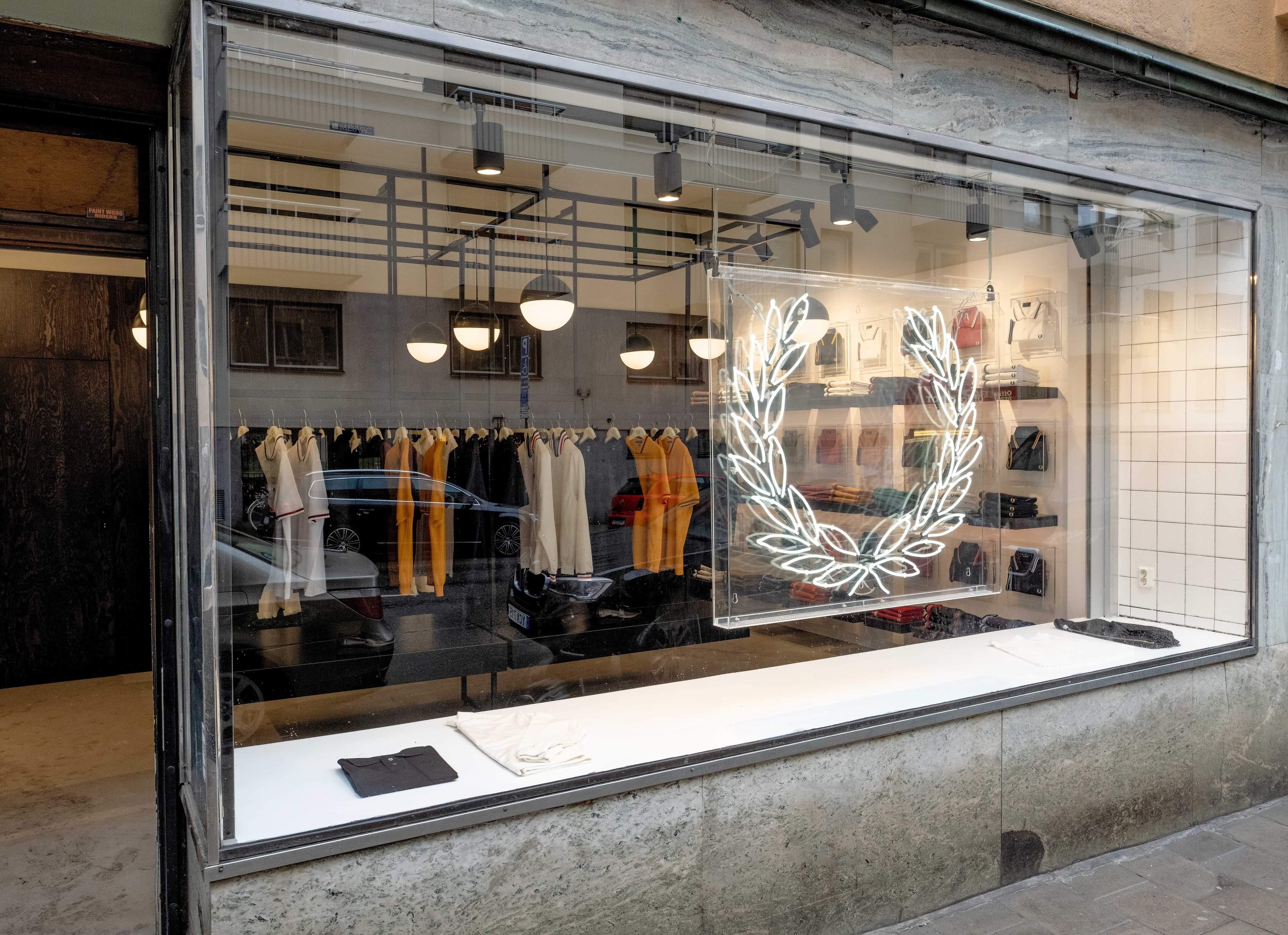 c9237f78cf43 Fred Perrys nygamla yta som återöppnade i ny skrud den 13 juni på  Bondegatan i Stockholm. I veckan nyöppnar Fred Perry butiken ...