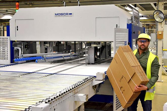 Lars Persson, Senior Project Leader på Stora Enso Packaging Solutions i Skene, är mycket nöjd med bandningsmaskinerna.