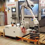 OpiFlex mobil robot betjänar bockautomat pall (2)