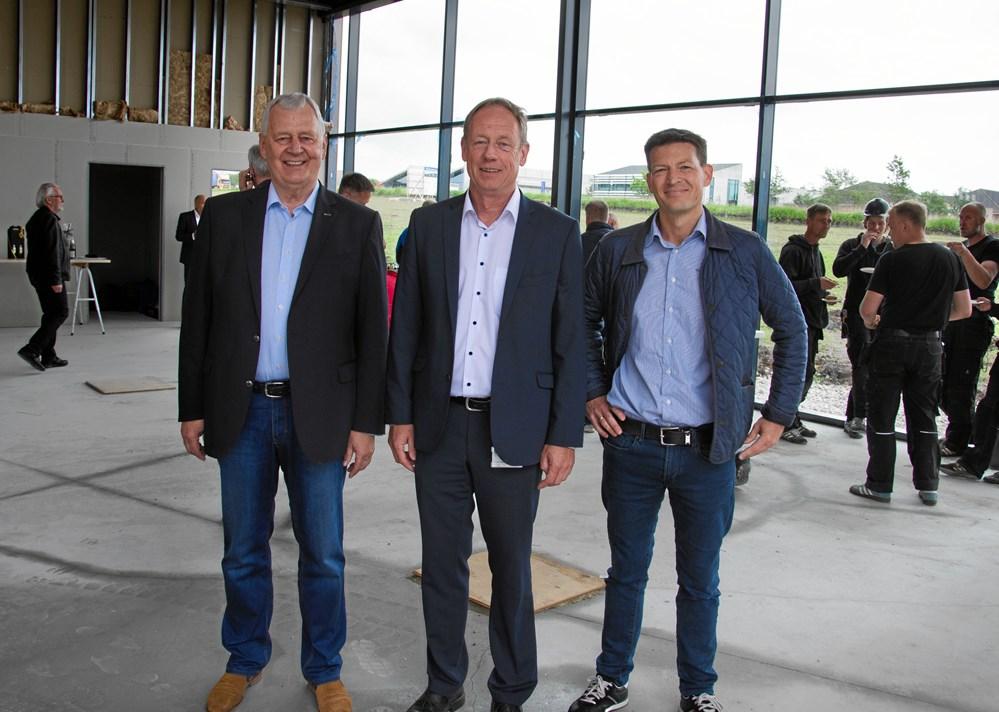 620e15b0 De store smil var fremme på (fv) bestyrelsesformand Finn Kjærgaard,  borgmester Torsten Nielsen (K) og direktør Steffen Christensen ved  rejsegildet for ...