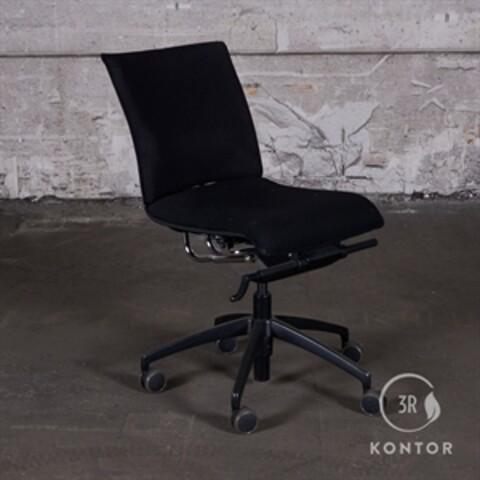 Labofa Munch kontorstol, sort stof.