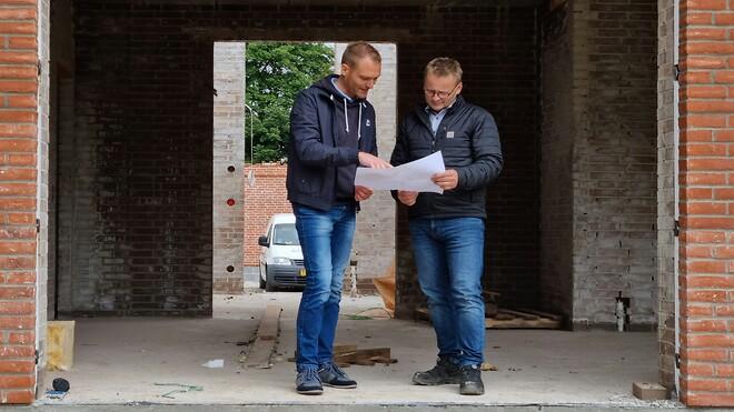 Samarbejde på byggepladsen. Esben Overgaard, fra Overgaard electric design og Morten Buss Andersen fra AfterDark lysdesign
