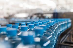 Problemen med överskottsvärme och ESD i plastproduktioner kan lösas med korrekt luftbefuktning