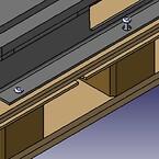 Eftersom produkten väger 1200kg så är den fastbultad i pallbotten under transport. Pallblocken är asymmetriskt placerade för att delningen av bulthålen skall passa och medföra enkelt montage.