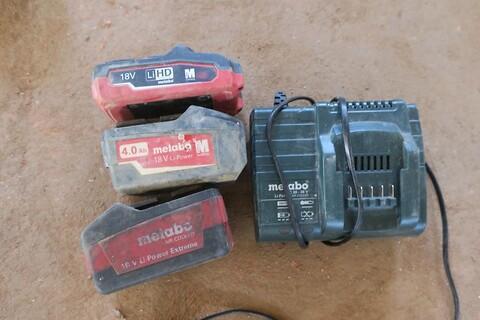 Lader og 3 stk. batterier metabo