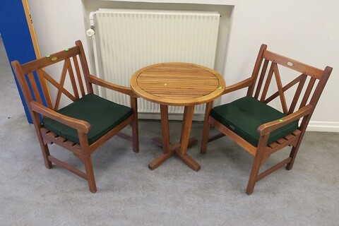 2 stk. havestole samt bord