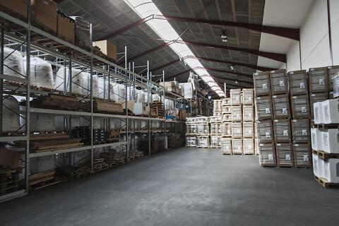 HCS udlejer højloftede haller - 6.000 m2 med 6 ramper/sluser - Højloftet lager udlejes