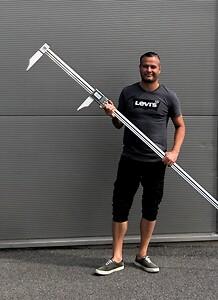 Odd-Gunnar Rudshavn fra ABC-Maskin AS viser frem et kundetilpasset BOCCHI digitaltskyvelære. Måleområde 0-2000mm, kjefter 170 og 200 mm