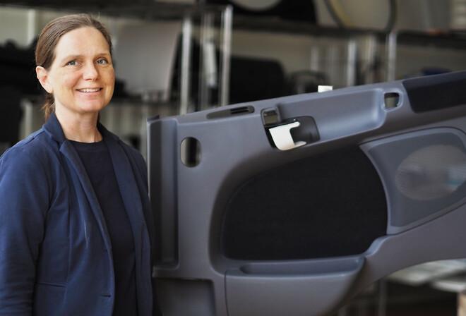 The COMPLUS Concept Polykemi Rondo Plast Development Manager Anette Munch Elmér with door panel