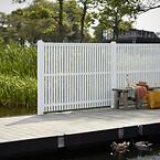 PLUS Sendai hegnsserie med lodrette lister.