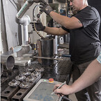 Programmering og indstilling af programmer på CoWelder hos L&S Technischer Handel.
