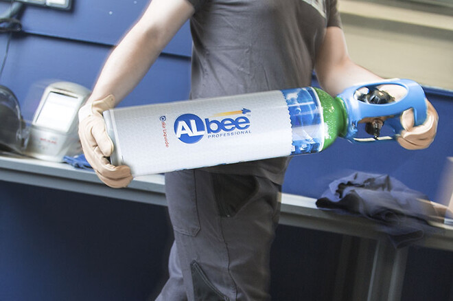 DynaMate bruker en liten, sikker og ergonomisk gassflaske fra Air Liquide.