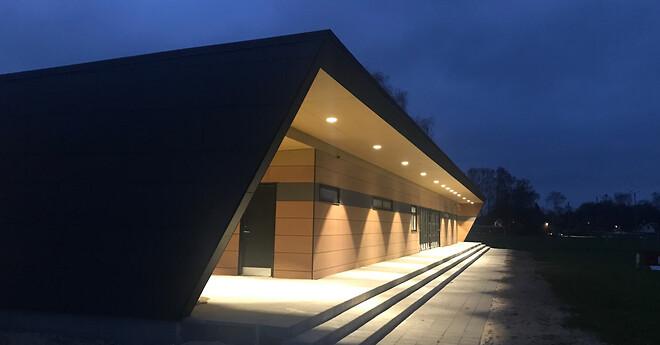 Nye omklædningsrum til Langå IKs klubhus. Leveret af Hans Schourup