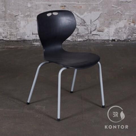 Kantinestol, sort plastic, 4 grå ben