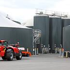 Vinkel Bioenergi fodrer det store anlæg med omkring 430.000 tons biomasse om året og skaber dermed en produktion på 40-50 millioner kubikmeter naturgas.
