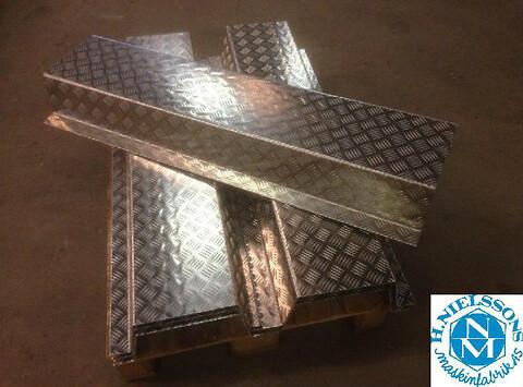 Bukning af stålplade = H. Nielssons smede og maskinfabrik A/S.  - Bukning af stålplader