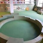 Københavns Hovedbibliotek med lækker gummibelægning som faldunderlag. Pladsstøbt gummi af PolyPlay og EPDM-Gummi.\nLavet af ErgoFloor