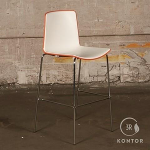 Pedrali tweet barstol. orange med hvidt sæde og ryg.