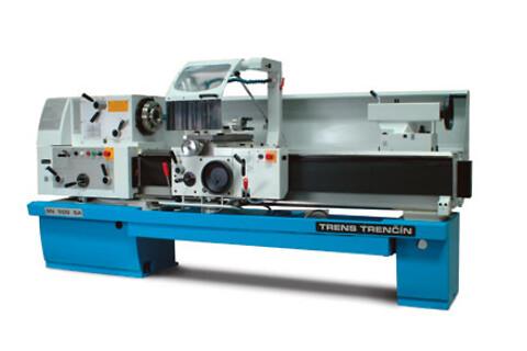 Kraftig drejemaskine velegnet til såvel reparations- som produktions opgaver.
