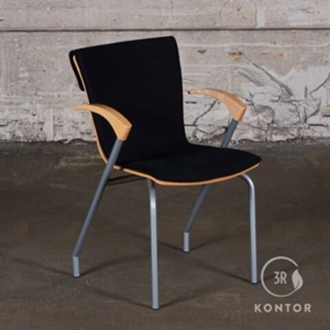 Four Design konferencestol. sort polster, træskal.