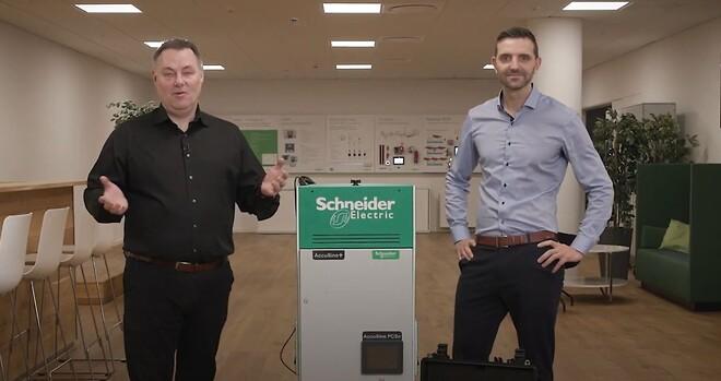 Michael Thode og Steen Jørgensen fra Schneider Electric diskuterer spændingskvalitet