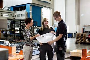 AP&T erbjuder sina kunder kvalificerad utbildning för operatörer, ställare och servicepersonal som arbetar med AP&T:s maskiner och produktionslinjer.