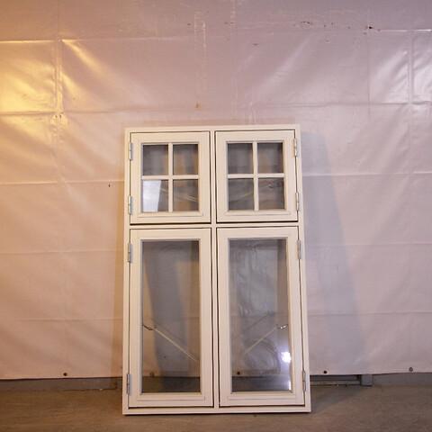 Sidehængt dannebrog vindue, træ, 009468