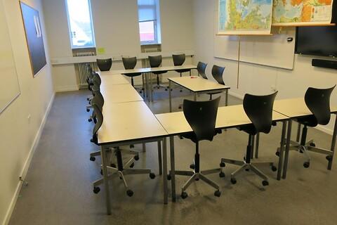 8 stk. mødeborde med 15 stk. stole holmris + flexform labofa