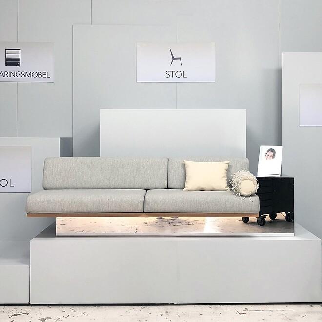 Den svævende sofa af Anne Boysen produceret hos 3D Inventar