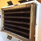 Bilden visar ett smutsigt pocketfilter från filtrering av laserrök