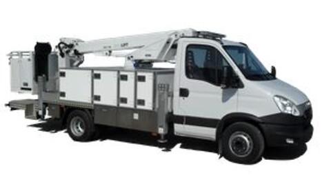 PD142V stærk lift til montering på van og chassis fra 6,5 ton totalvægt.