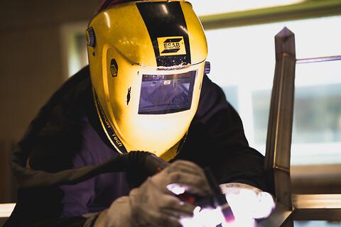 Rustfast smedearbejde  - TIG-svejsning af emne til fødevareindustrien i rustfri materiale