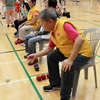 Beboere på Helping Hand i Hong Kong spiller boccia turnering