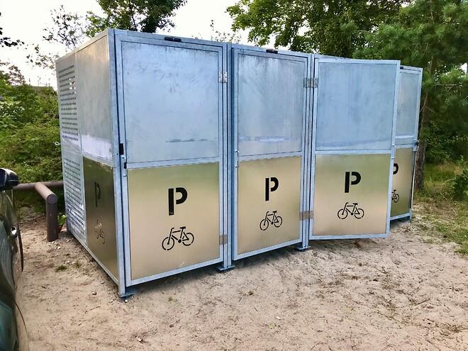 cykelbokse monteret med Bayos skruefundamenter
