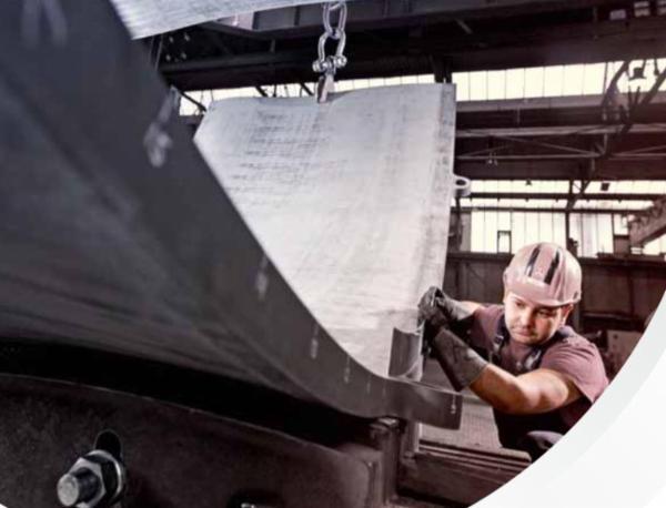 EEW PICKHAN en specialist til formning af store tunge stål emner.