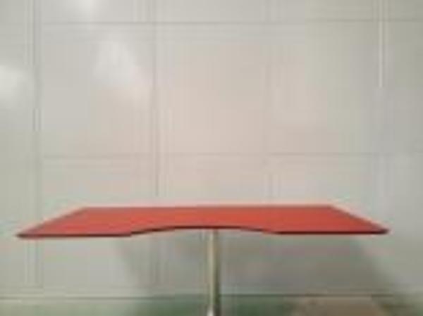 Special bordplader til hæve sænkeborde fra Uffe Østerlid Inventar ApS