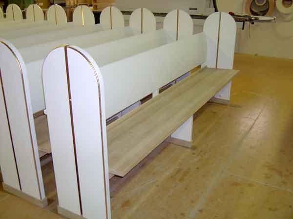 Kirkebænke + renovering af kirkebænke
