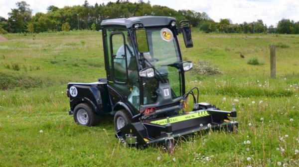 Frontmonteret slagleklipper til minilæssere og kompakttraktorer | GreenTec FM 16 & 18 Park