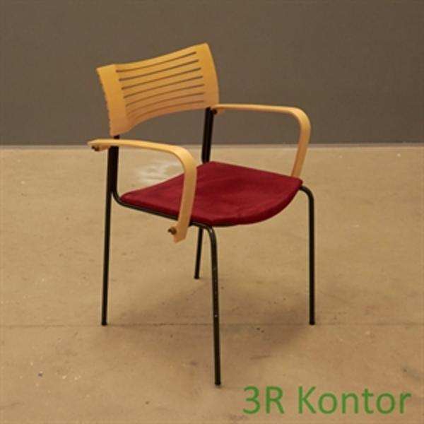 Konferencestol. Botium, Kasper Salto. Rødt sæde, træryg.