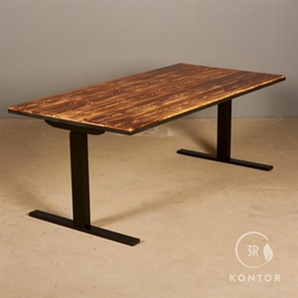 Hæve sænkebord. Massive brædder i sort metal ramme. 160x80