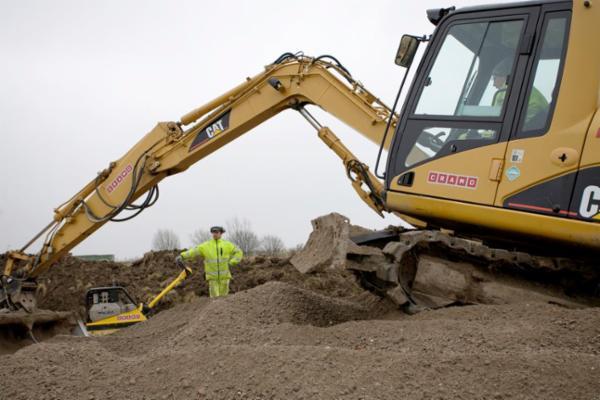 Lej gravemaskiner hos Cramo - fås i alle størrelser.