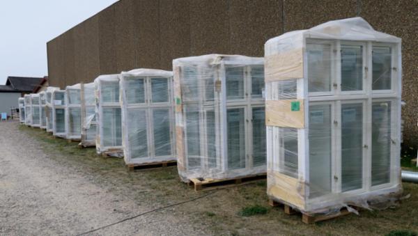 1212 Stort parti vinduer sælges via Campen Auktioner