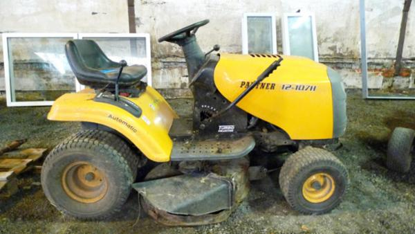 1235 Arbejdstøj, værktøj, m.m. sælges via Campen Auktioner
